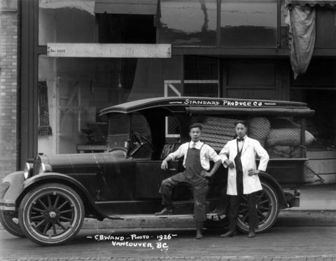 CVA-2009-005.553-Standard Produce truck and workers-1926
