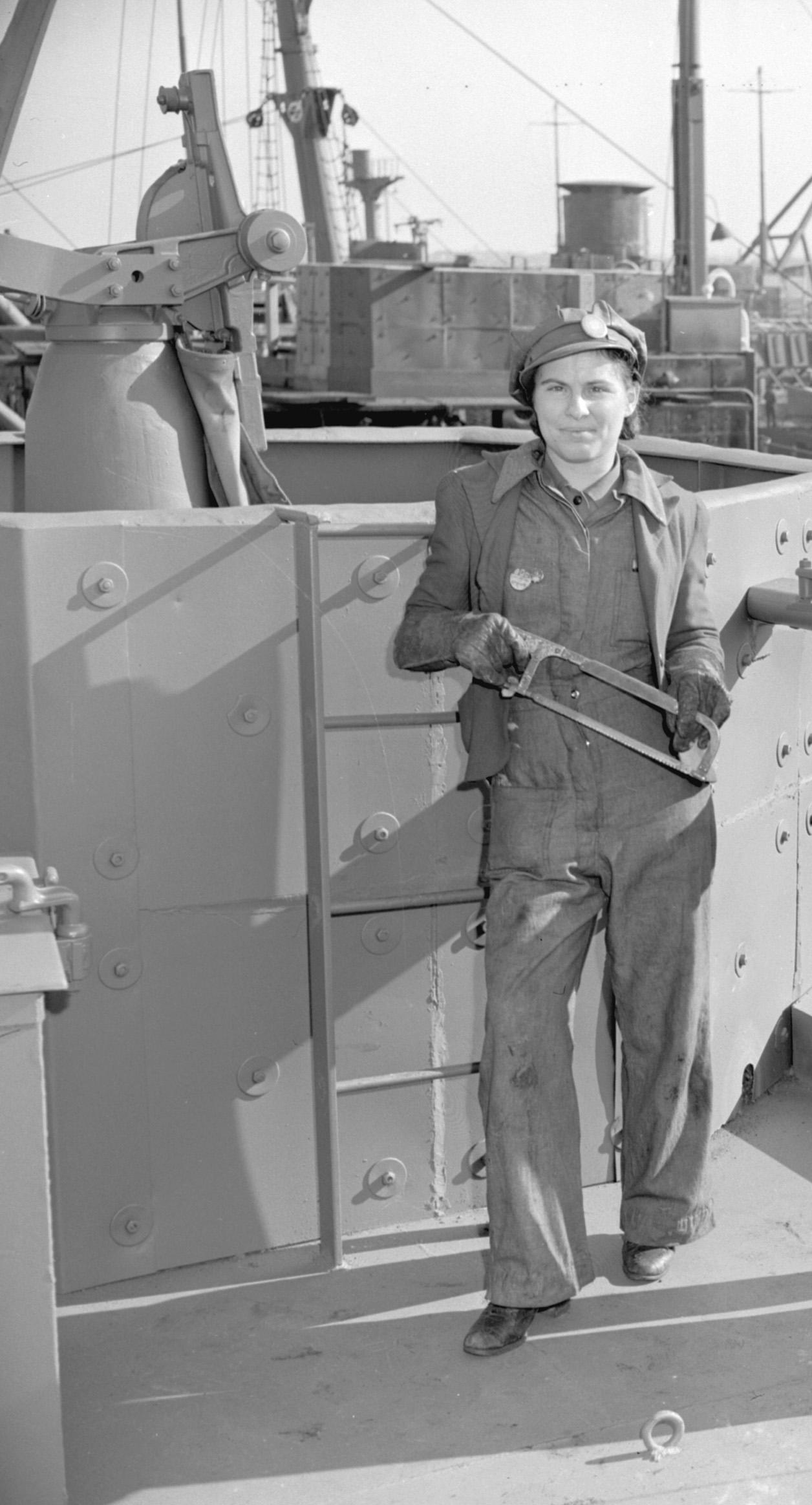 CVA-CVA 586-1130-LOCKIERENNIE-1943-NIS.JPG_A07551_HR crop