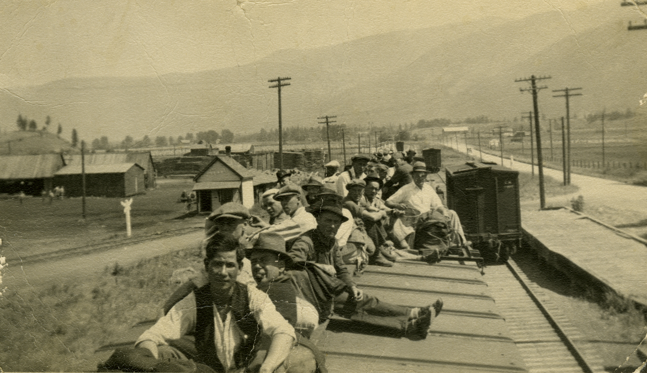 David-Yorke-Photos-riding-the-train-nd-NIS_HR